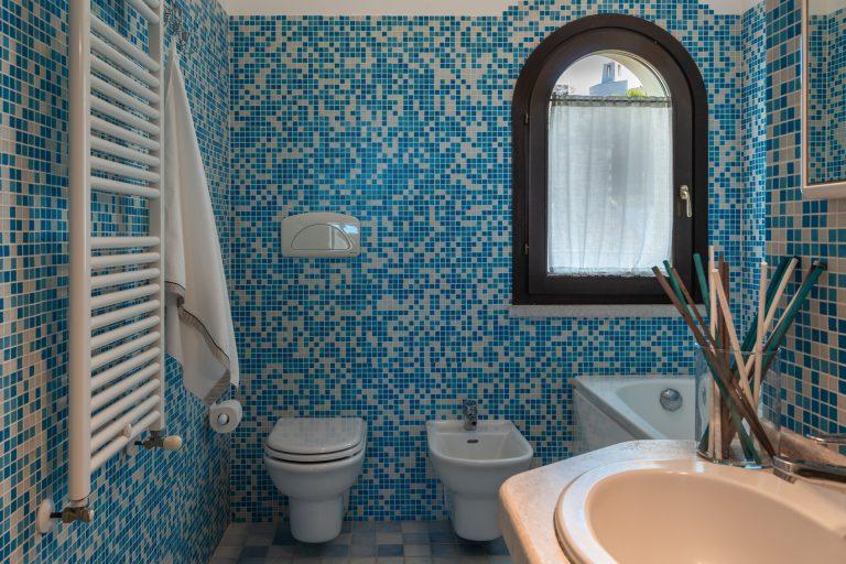 R3B4 4-6 pax bathroom 4
