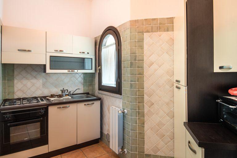 R3B4 4-6 pax kitchen 2