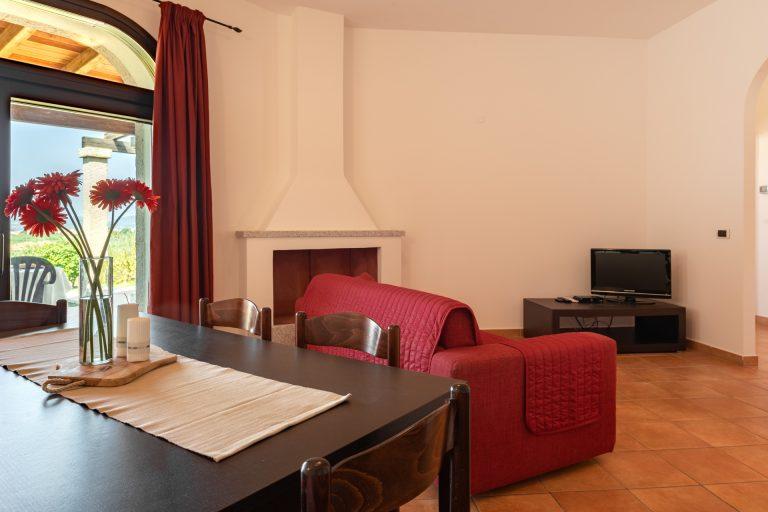 R3B4 4-6 pax living room 3