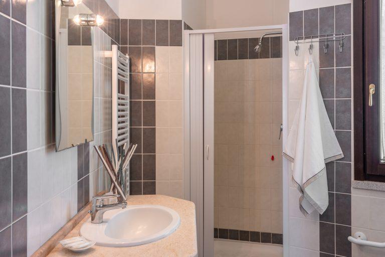 R3C2 bathroom A