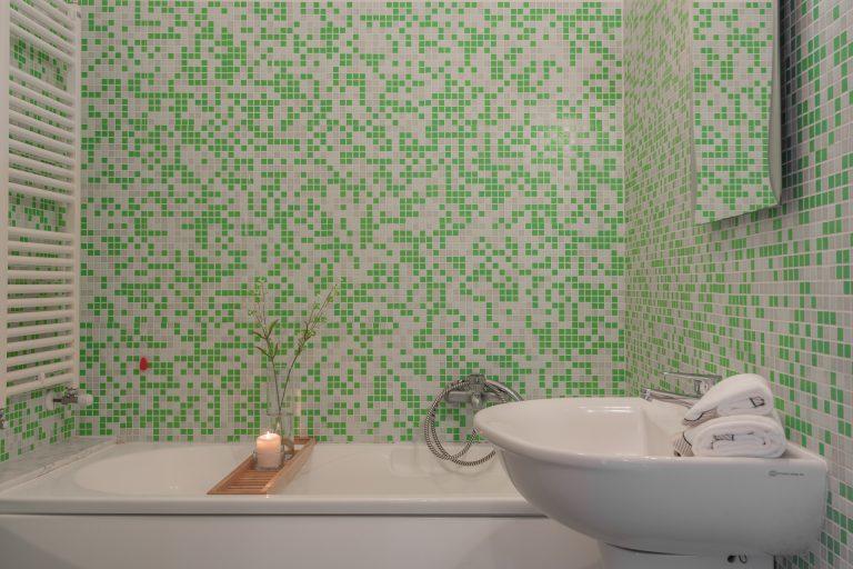 R3C2 bathroom B 1